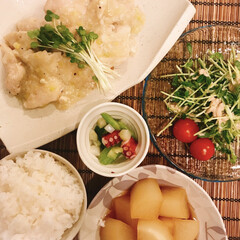 おうちご飯 トリムネ肉のネギ塩ダレ。 豆苗とツナの和…