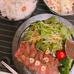 おうちご飯 昨晩はお肉を。肉汁と玉ねぎを合わせて煮詰…