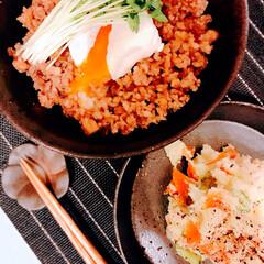 おうちご飯 週一。丼な日。  肉味噌丼にポテサラ。