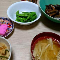 おうちごはん/秋刀魚/炊き込みご飯/秋の味 山菜炊き込みご飯に秋刀魚の梅ジャム煮。梅…