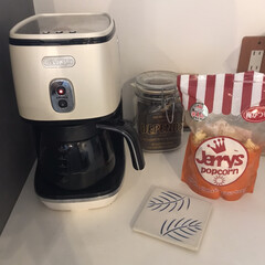 デロンギ ICMI011J-W ピュアホワイト ディスティンタコレクション コーヒーメーカー ICMI011JW | ディスティンタコレクション(コーヒーメーカー)を使ったクチコミ「右側に写っているのは 地元の福祉施設で作…」