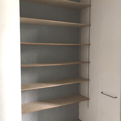 チャンネルサポート/靴収納/靴棚/DIY/リフォーム DIYで背面壁に漆喰を塗って、棚受け付け…
