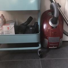 RÅSKOG ロースコグ ワゴン   イケア(キッチンワゴン)を使ったクチコミ「わが家の掃除機はミーレです。 結婚以来1…」