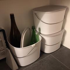 ミニほうき 卓上ほうき 倒れない ほうきちりとりセット(その他キッチン、台所用品)を使ったクチコミ「わが家のリサイクルゴミ箱3つ。 このまま…」