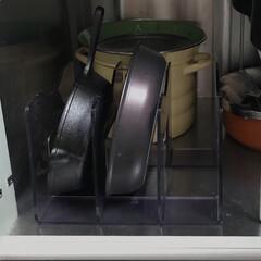 セール T-fal(ティファール)インジニオ・ネオ 9点セット ハードチタニウム・プラス (鍋 フライパン 取っ手のとれるタイプ)ガス火専用 L60991   ティファール(フライパン)を使ったクチコミ「フライパン&なべ収納② フライパンを立て…」