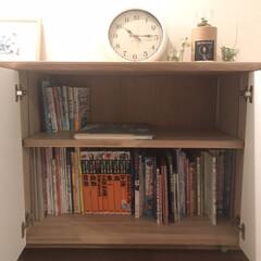 掛け時計 電波時計 おしゃれ アンティーク レトロ シンプル 北欧 /エアリアル レトロ W-571 rimlex フックおまけ付き | ノア精密(掛け時計、壁掛け時計)を使ったクチコミ「リビングの棚の真ん中は本棚にしています。…」