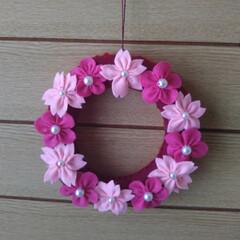ひな祭り/梅/リース/桜/DIY/雑貨/... 梅と桜のフェルトリースです😌💓  色味が…