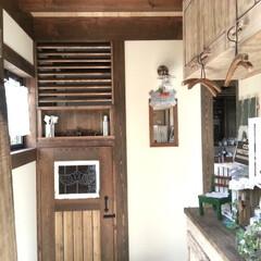 ヴィンテージ/アンティーク/ヴィンテージハウス/無垢の家/ナチュラルヴィンテージな無垢の家 無垢の玄関収納をバーナーで焼いて着色。ヴ…
