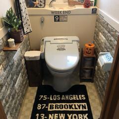 トイレDIY/クッションレンガシート/ダイソー/トイレ/インテリア/DIY/... トイレ🚽DIY❣️ 2階のトイレの壁をD…