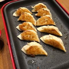餃子/おうちごはん 今日の夕飯❣️餃子🥟です😊 週1ぐらいで…