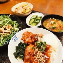 ガッツリご飯/nagomiさん器/LIMIAごはんクラブ/フォロー大歓迎/わたしのごはん/フード/... 今日の夕飯❣️ みそ鶏竜田丼 水菜のサラ…
