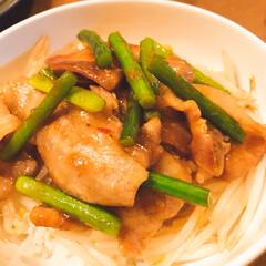 スタミナ丼/具沢山素麺/散歩/海/カニ/フード/... 疲労回復‼️スタミナ丼❣️ ニンニク芽・…
