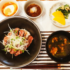 スリコ/ミニオン/ちゃちゃまる/ステーキ丼/おうちごはん 今日の夕飯❣️ ステーキ丼🥩💕 お肉を解…
