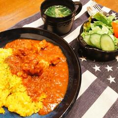おうちごはん/水菜のコンソメスープ/生野菜/nagomiさん作!お皿/チキンカレー/スパイス/... 今日の夕飯❣️ スパイスチキンカレー🍛❗…