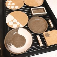 センスがないのはツライ/オーブン粘土/簡単陶芸 夏バテ前に作ってたお皿☝️  寝てる間に…