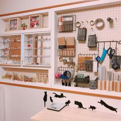 有孔ボード/窓枠収納/手作り机/梱包/ハンドメイド/作業部屋/... わたしの作業部屋🏠  使っていない部屋を…