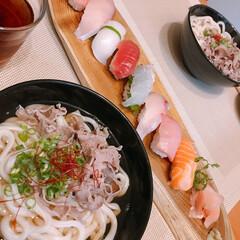 お寿司/ちょんまげうどん/おうちごはん/暮らし 今日は当たった「ちょんまげうどん」で肉う…