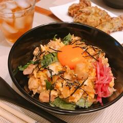 親子丼/おうちごはん/簡単 今日は親子丼😊  チーズ入りちくわの天ぷ…
