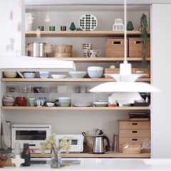 一級建築士/整理収納アドバイザー/魅せる収納/見せる収納/ittala/イッタラ/... お気に入りのキッチン。 背面収納の扉はほ…