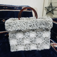 ファー/トートバック/フォロー大歓迎/冬/ハンドメイド/DIY/... ダイソーの編みつけネットとセリアのファー…
