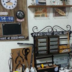 100均リメイク/DIY/男前/時計リメイク/収納ラック 私の作品が生まれるアトリエ机のサイドの壁…