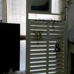 ガーデンラティス/アイアン飾り/3coins アルファベットフック ガーデンラティスを角材とミラーもつけて …