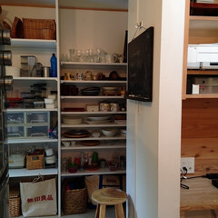 キッチン/パントリー/キッチン収納/見える収納/隠す収納/女性建築士/... 一目で収納しているものが分かるパントリー…(1枚目)