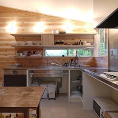 キッチン/オーダーキッチン/オープン収納/棚/キッチン棚/ガゲナウ/... 全てオープン収納の、森を望むキッチン 「…