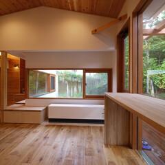 北欧インテリア/北欧/住宅設計/住まい/女性建築士/新築住宅/... 森の風景を楽しむダイニング 森を見ながら…