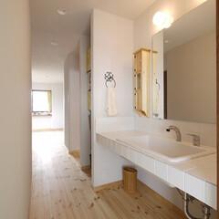 洗面所/間取り/洗面台/洗面化粧台/リノベーション/水回りリフォーム/... 廊下と連続する洗面所。リビングに入る前に…