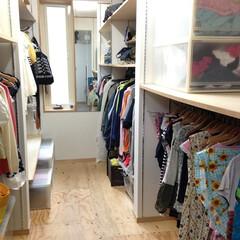 クローゼット/収納/衣類収納/ウォークインクローゼット/棚/ハンガー/... 一人一人のスペースを確保したファミリーク…(1枚目)