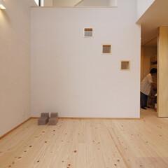 階段/リビング階段/リビング/ピアノ/クローゼット/自然素材/... 丸見えではない小窓のあるリビング階段 「…