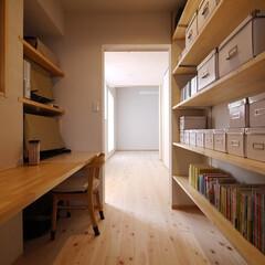書斎/ワークデスク/本棚/PCデスク/本棚収納/子ども部屋/... 子ども部屋と寝室につながる書斎コーナー …