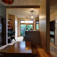 住宅設計/キッチン/キッチン収納/リノベーション/和モダン/無垢フローリング/... 古い家を活かしたリノベーション住宅の庭が…