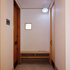 照明/ブラケット照明/玄関/船舶用照明/インテリア/ベンチ/... 船舶用照明とベンチのある玄関 「森を望む…
