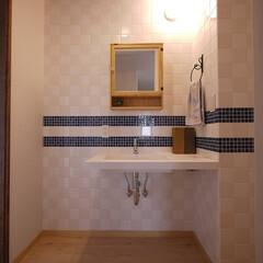 洗面所/洗面台/タイル/モザイクタイル/フレンチスタイル/リノベーション/... 市松貼りタイルの洗面所 洗面台:サンワカ…
