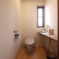 トイレ/リフォーム/リノベーション/水回りリフォーム/住宅設備/グレー/... 自然素材で臭いも抑えた、フレンチナチュラ…
