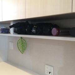 キッチン収納/キッチン/パントリー収納/パントリー/水筒/オーブン/... 水筒やオーブントレイが収納できる吊戸下O…