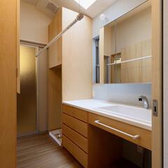 家事動線/暮らし/洗面台/洗濯/洗面所収納/部屋干し/... 勾配天井、天窓のある室内干し可能な家事ラ…