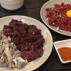 夏の思い出/旅行/韓国旅行/韓国/グルメ/フード 韓国旅行で食べたユッケと生レバーとセンマ…