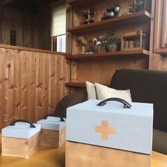 木製ウォールシェルフ/100均アレンジ/100均リメイク/薬箱diy/薬箱/セリア/... 100均リメイク!薬箱を作りました! 作…