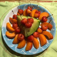 さくらんぼ/アプリコット/メロン/至福のひととき/おやつタイム いただいた、フルーツ盛り合わせて みまし…(2枚目)