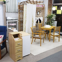 仕事/配置替え/模様替え/ウィンドウ/平田家具店/ひらた家具店 昨日、「お店のウィンドウ付近を模様替え中…