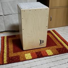 マット/ギャベ柄/ギャッベ/ギャベ/カホン/平田家具店/... 「カホン」という打楽器の下にギャベを敷い…