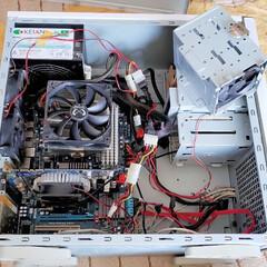 デスクトップパソコン/自作PC/パソコン/ひらた家具店 自室のパソコンの中身をいじっております。…