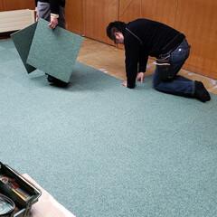 標茶/ちゃんと仕事してます/インテリア/タイルカーペット/ひらた家具店 本日はタイルカーペットの敷き込みをしてお…