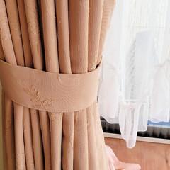 ひらた家具店/平田家具店/インテリア/カーテン/タッセル/帯/... 店長が指差しているカーテンをまとめている…