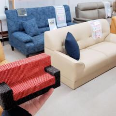 ダンボール/ミニチュア/家具/ソファ/ソファー/手作り/... 写真で手に持っている赤と黒の小さいソファ…
