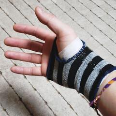 仕事に支障出るヤツ/ケガ/痛み/ひらた家具店 そんなわけで痛めた右手に湿布を貼り、サポ…