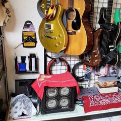 楽器/部屋の一角/趣味/ひらた家具店 店長(弟)の自室の一角。 趣味のエレキベ…